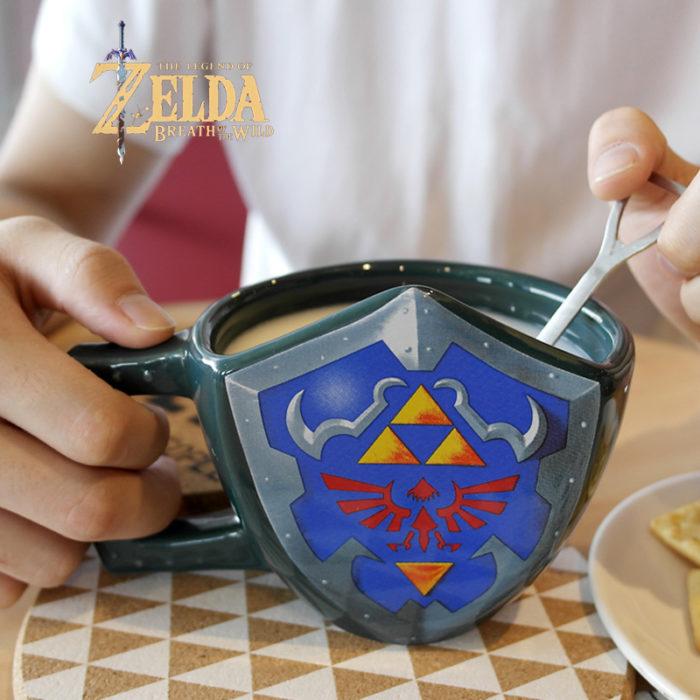 Taza en forma de escudo zelda