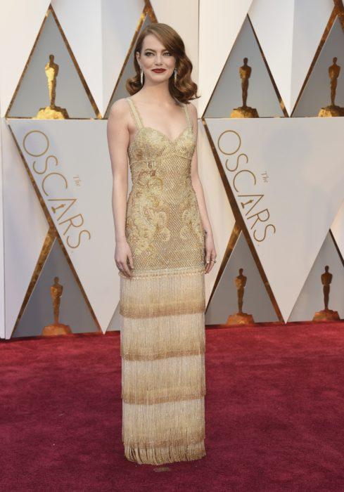 Emma Stone en la alfombra roja de los Oscar en 2017