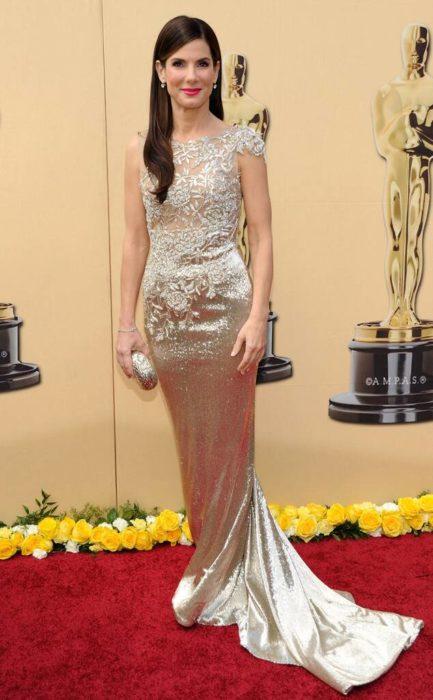 Sandra Bullocken la alfombra roja de los Óscar en el 2010