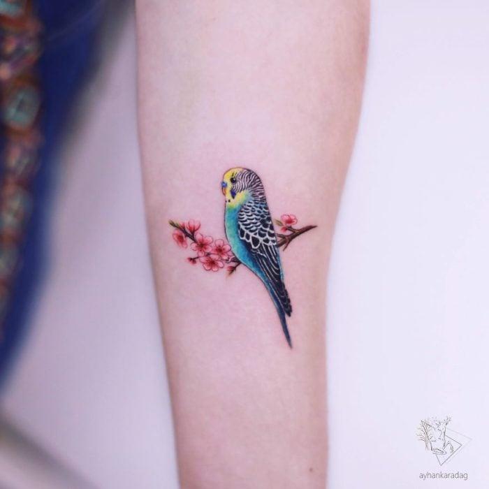 Tatuaje de un pequeño canario