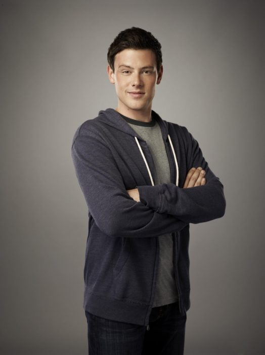 Finn Hudson de brazos cruzados para una foto de Glee