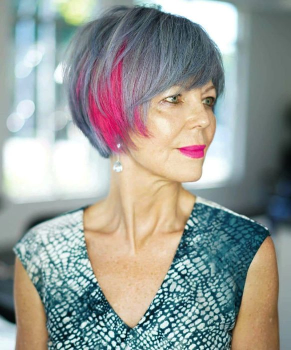 Abuelas con cabellera de colores; viejita con cabello gris y rosa