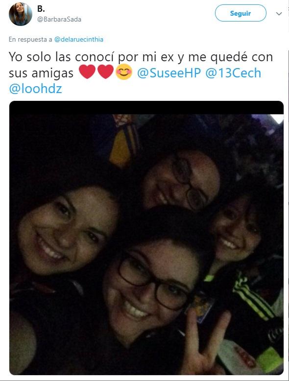 Chica toma foto con amigos de su ex, quienes ahora son sus mejores amigos