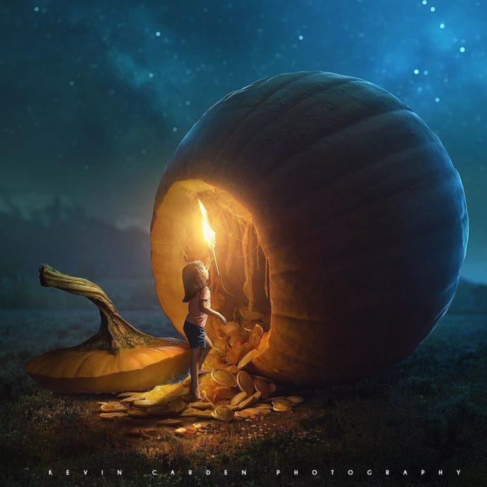 Ilustración digital de Kevin Carden, niña entrando en una calabaza con un tesoro