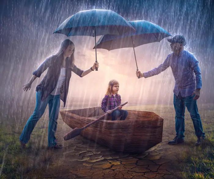 Ilustración digital de Kevin Carden, madre y padre sosteniendo sombrillas cubriendo a una niña en una balsa de la lluvia
