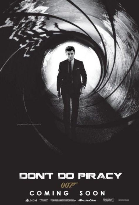 Asa Maxwell Thornton Farr Butterfield en un póster de James Bond, Fanfic