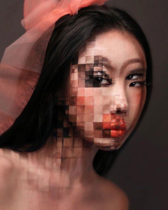 Dain Yoon, artista maquillaje, pintura con efecto pixeles