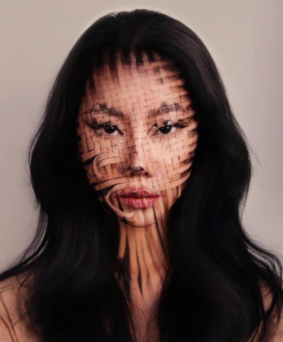 Dain Yoon, artista maquillaje, pintura con efecto pixeles tridimensionales en el rostro