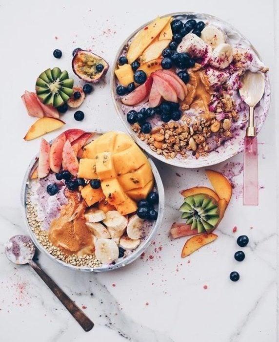 Desayuno alcalino bowl de frutas y cereales