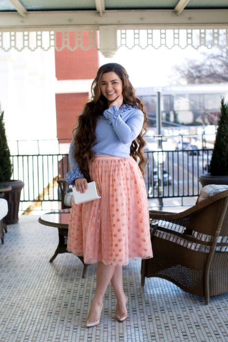 Outfit con maxi falda