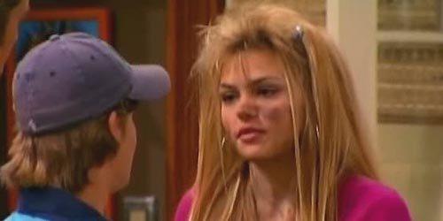 Aimee Teegarden Fue Melissa, una chica con la que Jackson tiene una cita bastante peculiar en Hannah Montana.