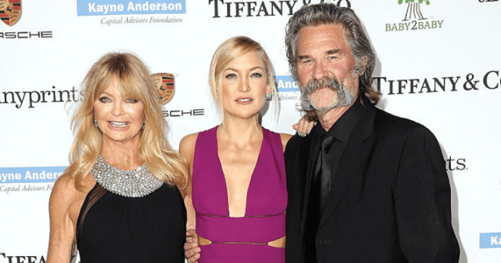Kate Hudson junto a su madre Goldie Hudson y su padrastro Kurt Russell.