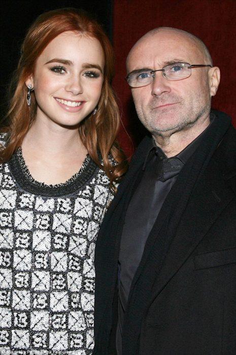 Lily Collins junto a su padre Phil Collins