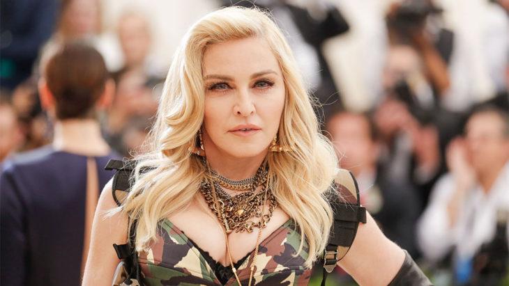 Madonna en la alfrombra roja de los Music Awards
