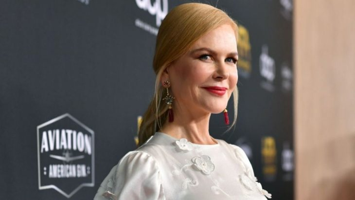 Nicole Kidmanposando en una alfombra roja
