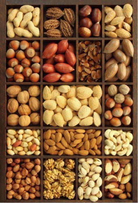Frutos secos separados en secciones