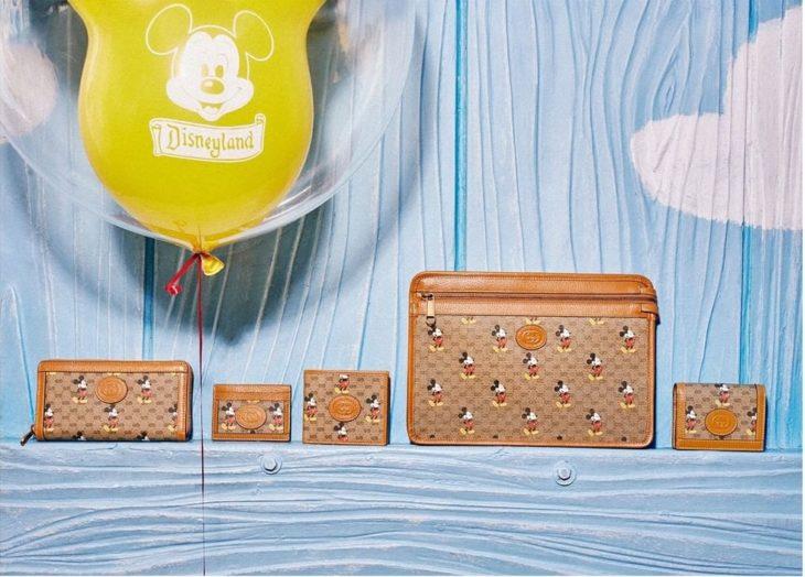 colección de bolsos en café de Gucci x Mickey Mouse