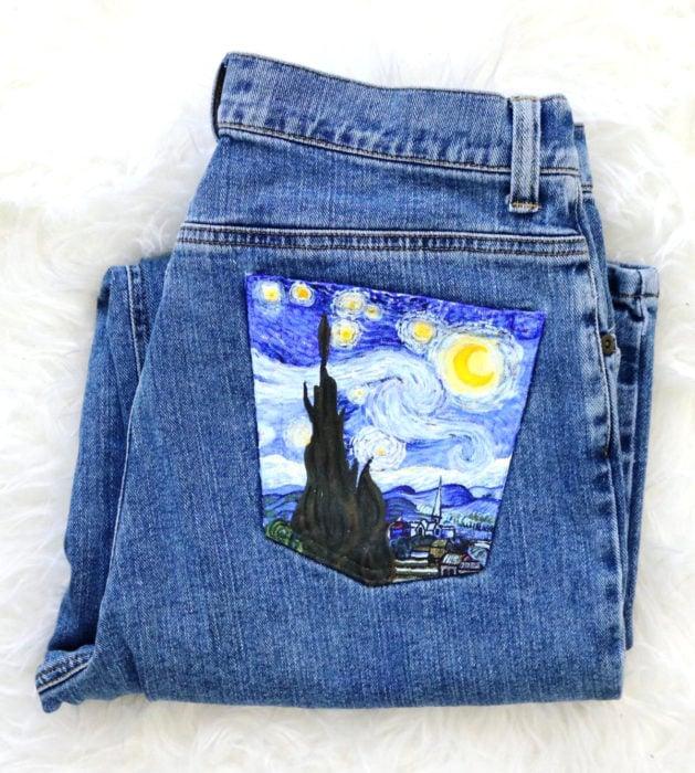 Jeans pintados con obras de arte por Kessler Ramirez; La noche estrellada, Vincent Van Gogh