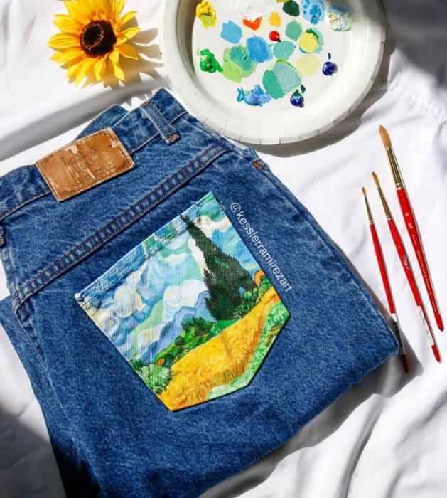 Jeans pintados con obras de arte por Kessler Ramirez; Campo de trigo con cipreses, Vincent Van Gogh