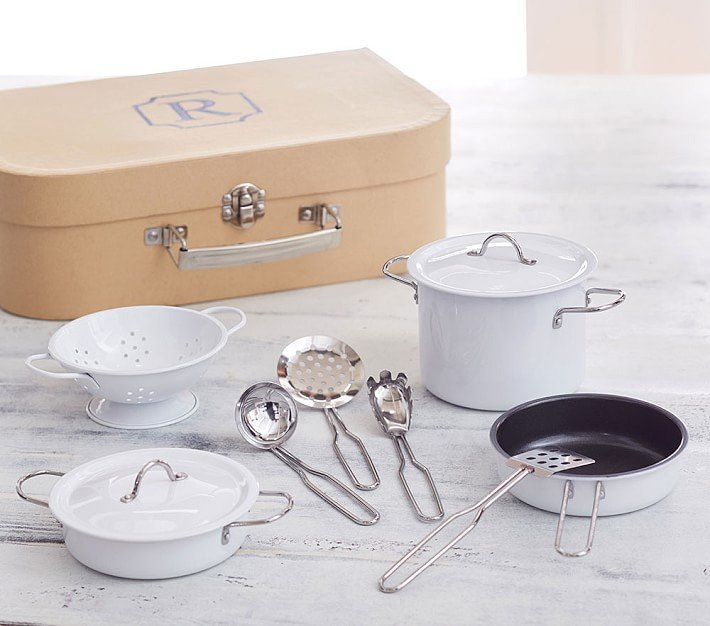 Bateria de cocina nueva en maletin color beige