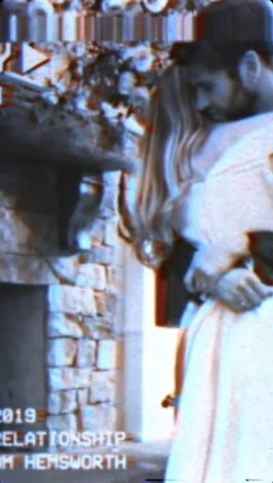 Miley Cyrus y Liam Hemsworth el día de su boda abrazados y besándose