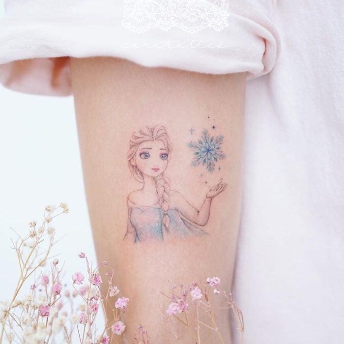 Tatuaje alusivo a Elsa de Frozen, Disney