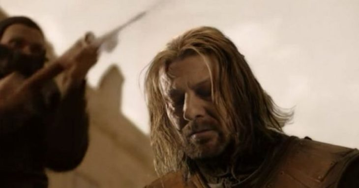 Ned Stark de Game of thrones con la cabeza agachada