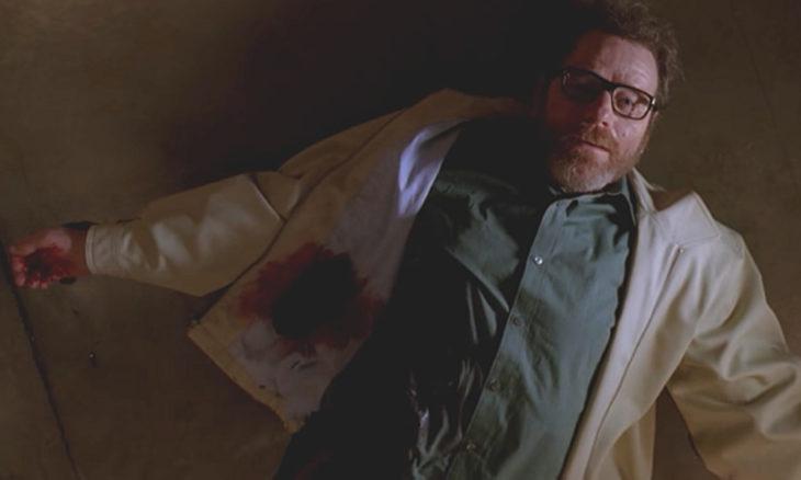 Walter White recostado en el piso, serie Breaking Bad