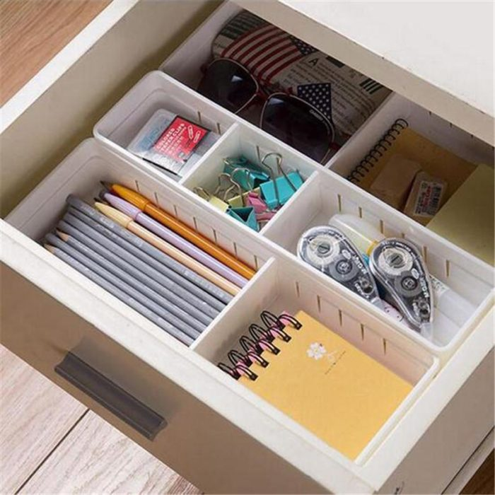Cajón de escritorio organizado por secciones