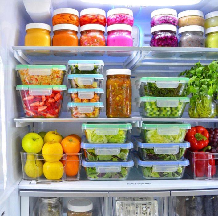 Refrigerador organizado en tuppers