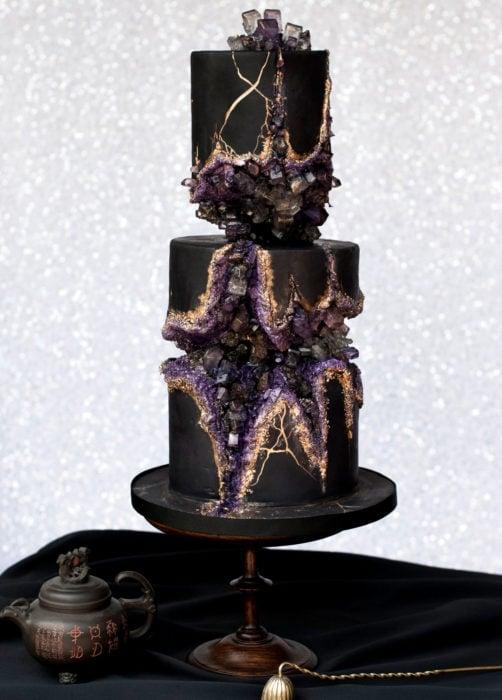 Pastel de boda negro de 3 pisos de cuarzo