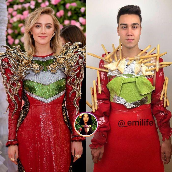Emanuele Ferrari imitando el vestido rojo con verde de Saorise Ronan en la entrega de premios de la Academia