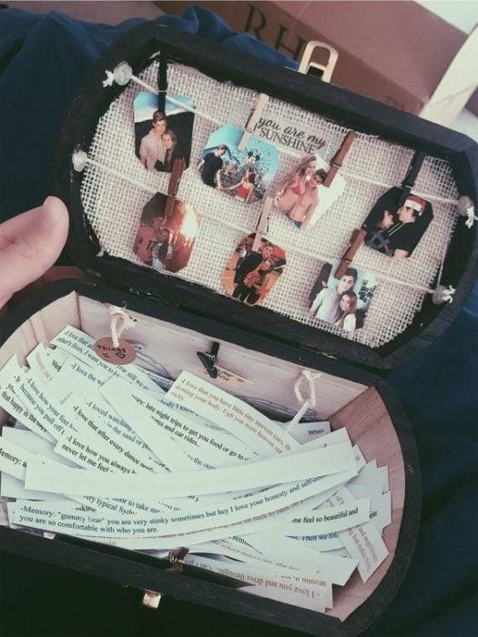 Baúl con fotografías y frases amorosas