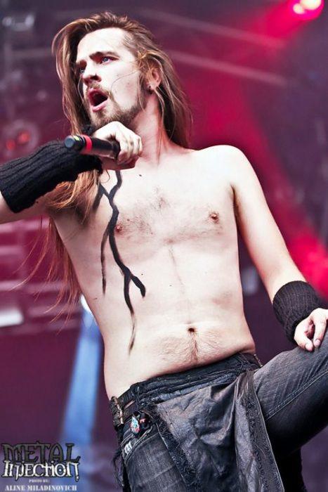 Mathias Lillmåns de Finntroll en un concierto de metal