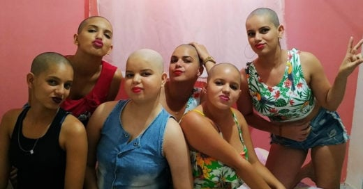 Es diagnosticada con una leucemia y sus hermanas se rapan para apoyarla