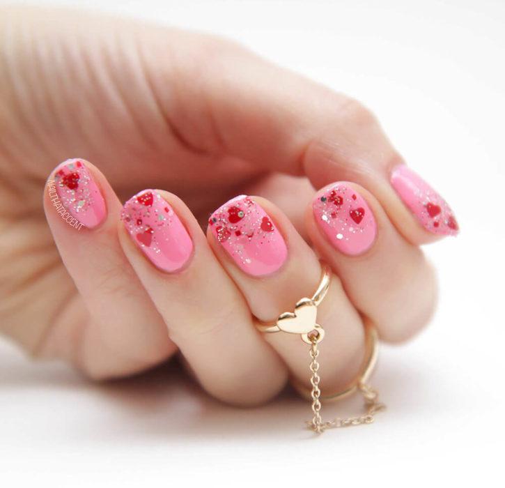 Diseños de uñas en color rosa y rojo para festejar san valentín