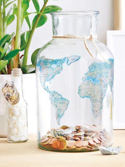 Alcancía de frasco de cristal con mapamundi impreso