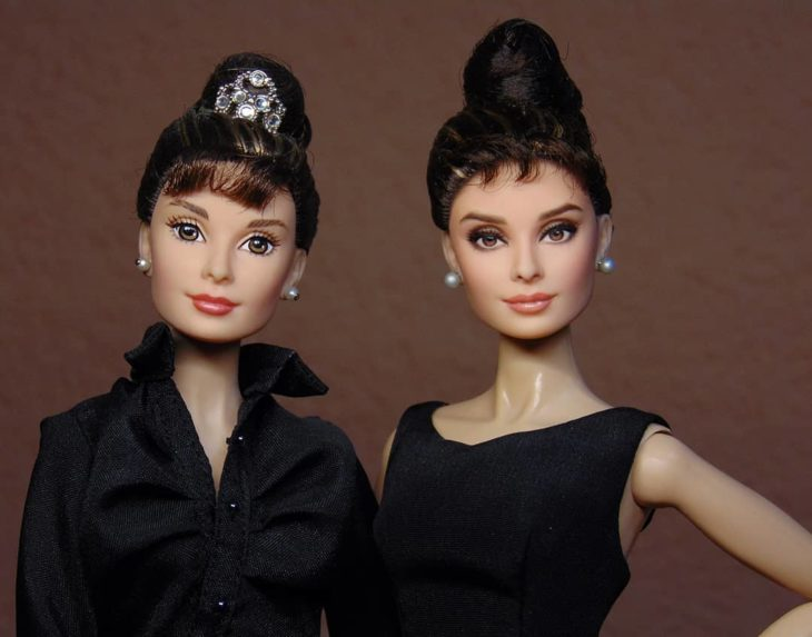 Muñeca tipo Barbie repintada para dar mayor parecido a Audrey Hepburn