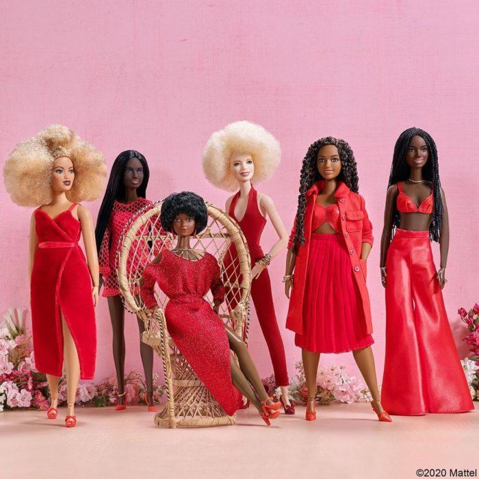 Colección de barbies vestidas con vestuarios rojos