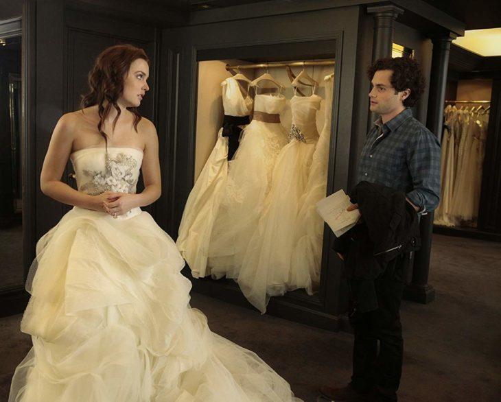 Escena de Gossip Girl en la que Blair esta probándose vestidos de novia