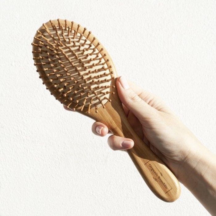 Cepillo de madera que elimina el frizz