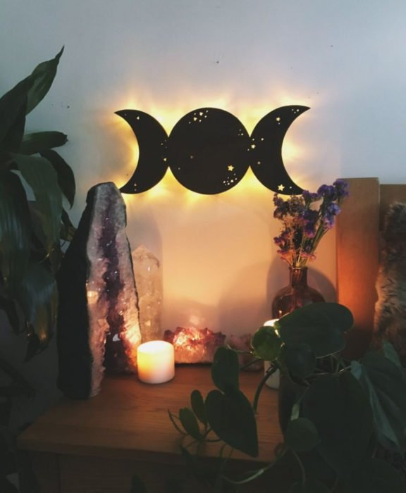 Decoración negra para tu casa; lámpara de luna