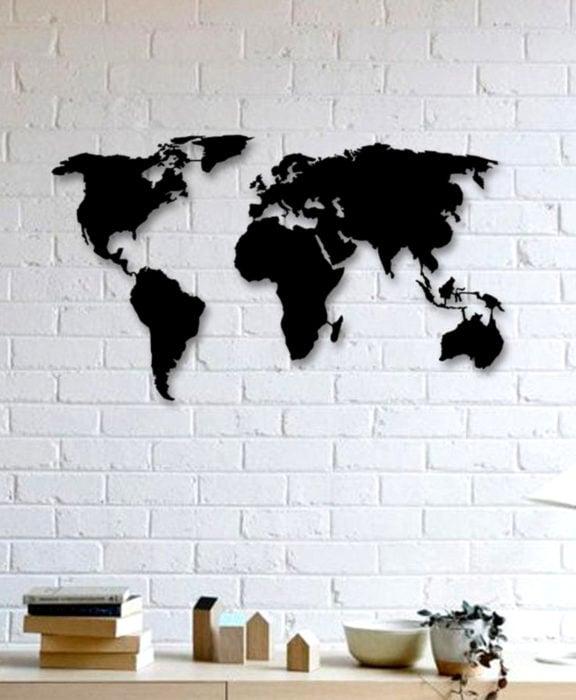 Decoración negra para tu casa; mapa para la pared