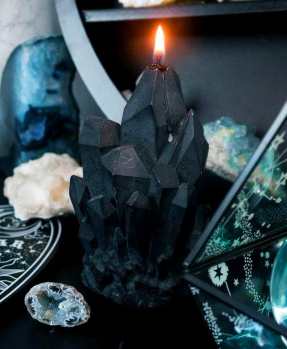 Decoración negra para tu casa; vela de cristales
