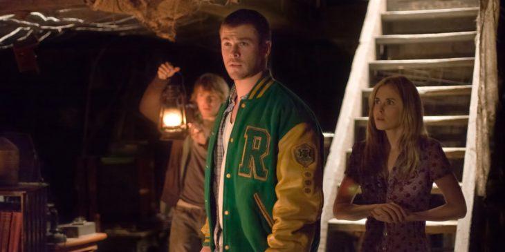Chris Hemsworth como Curt en la película La cabaña en el bosque