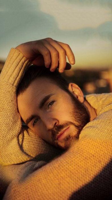 Chris Evans modelando en el desierto para GQ