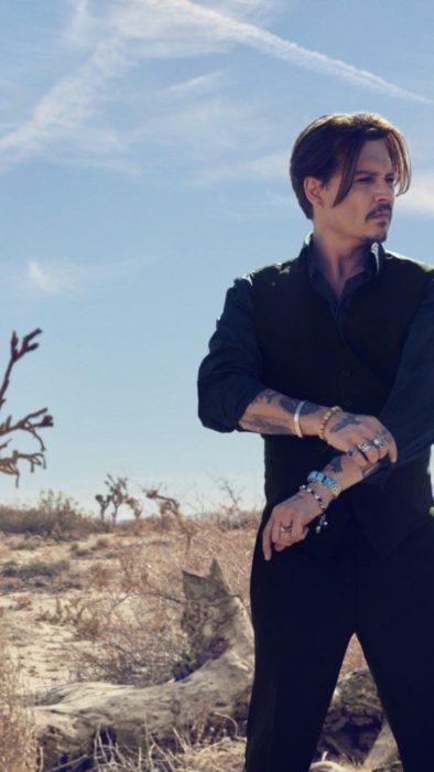 Fondo de pantalla para celular con Johnny Depp en el desierto