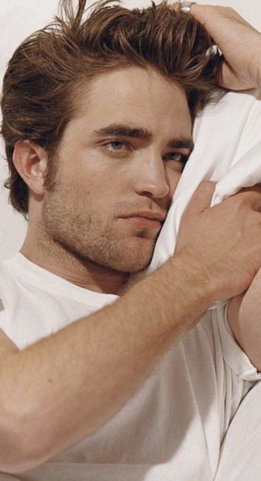 Fondo de pantalla para celular con Robert Pattinson modelando