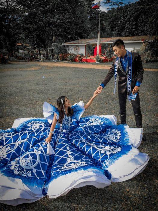 Lu Asey luciendo su vestido el día del baile