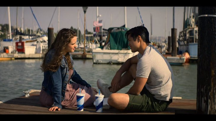 Escena de 13 Reasons Why cuando Hannah sale con Zach y toman algo en muelle